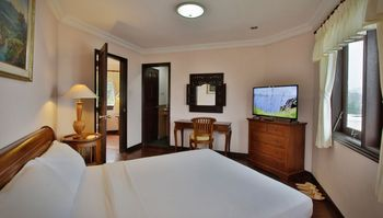 Opulence Suites Cisarua Bogor - Deluxe King Room Only Regular Plan