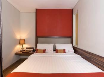 RedDoorz near Blok M Jakarta - RedDoorz Room Special Promo Gajian