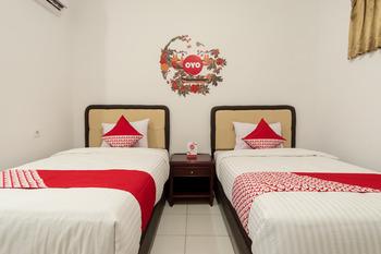 OYO 356 Titipapan Residence Medan - Deluxe Twin Room Regular Plan