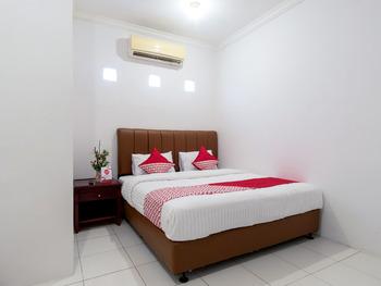 OYO 356 Titipapan Residence Medan - Deluxe Double Room Regular Plan