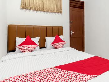 OYO 356 Titipapan Residence Medan - Standard Double Room Regular Plan