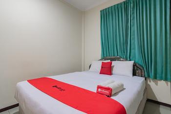 RedDoorz near Tegalega Bandung Bandung - RedDoorz Deluxe Room  Best Deal