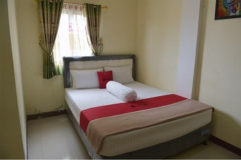 RedDoorz near Museum Lambung Mangkurat Banjarmasin - RedDoorz Room Basic Deal 45%