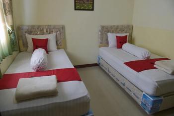 RedDoorz near Museum Lambung Mangkurat Banjarmasin - RedDoorz Twin Room Basic Deal 45%
