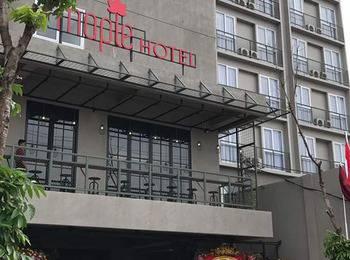 Maple Hotel Jakarta by LARIZ