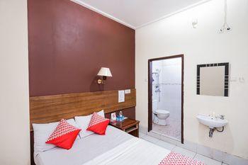 OYO 2675 Hotel Sebelas Syariah Bandung - Standard Double Room Regular Plan