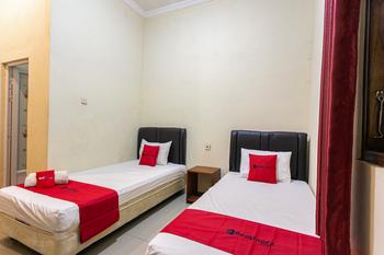 RedDoorz near Prambanan Temple Klaten - RedDoorz Twin Room KETUPAT