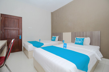 Airy UGM Sendowo E 106 Yogyakarta - Superior Twin Room Only Special Promo May 24