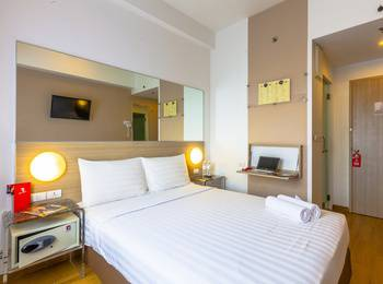 Red Planet Palembang - Double Room Only Regular Plan