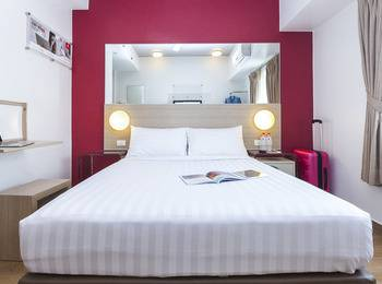 Red Planet Palembang - Double Room with Breakfast & Free Takjil Regular Plan