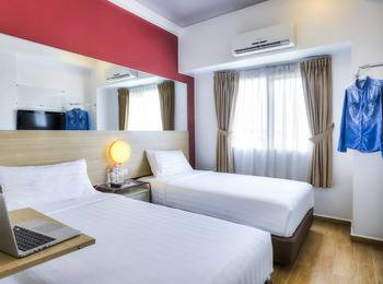 Red Planet Palembang - Twin Room with Breakfast Red Deal Regular Plan