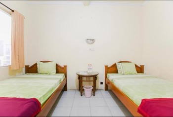 Penginapan Pondok Rizqi Surabaya - Standard Twin Minimum Stay
