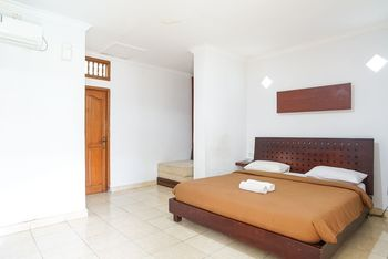 Gemini Star Hotel Bali - Standard Room with AC Room Only October Deal