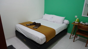 The Cabin Tugu Hostel Yogyakarta - Big AC Shared Bathroom last minute periode 2
