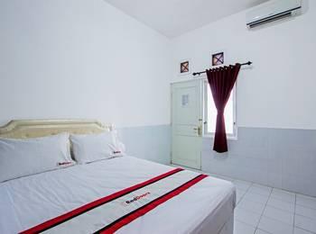 RedDoorz near Gejayan Jalan Tantular - RedDoorz Room dengan Sarapan Pagi Regular Plan