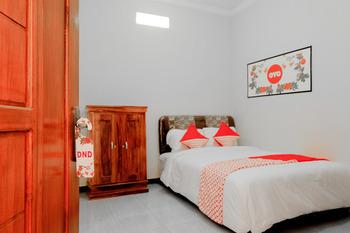 OYO 605 Queen Homestay Malang - Standard Double Room Regular Plan