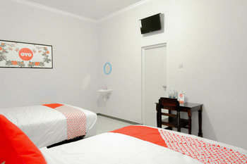 OYO 605 Queen Homestay Malang - Suite Family  Regular Plan
