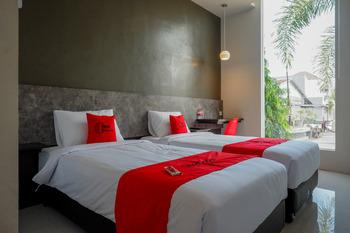 RedDoorz Plus near Solo Baru Solo - RedDoorz Twin Room Basic Deal