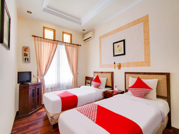 OYO 3217 The Ts Homestay Malang - Deluxe Twin Room Regular Plan