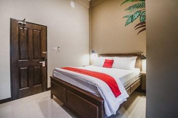 RedDoorz Plus near Mall Slipi Jaya  Jakarta - RedDoorz Room 24 hours deal