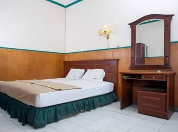 RedDoorz near Kawasan Industri SIER Surabaya - Deluxe Room Special Promo Gajian