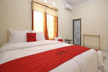 RedDoorz @ Palagan 3 Yogyakarta - RedDoorz Family Room Regular Plan