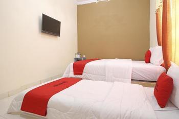 RedDoorz @ Palagan 3 Yogyakarta - Twin Room 24 Hours Deal