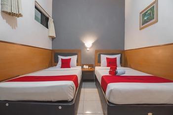 RedDoorz near Cihampelas Walk Bandung - RedDoorz Twin Room 24 Hours Deal