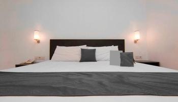 Hello Hotel Semarang Semarang - Premium Class Room Only Regular Plan