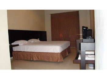 Family Guest House Surabaya - Double Bed Room Only Limited Time Deal
