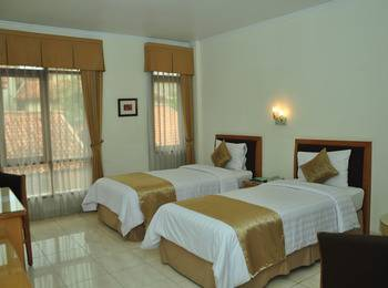 Ahadiat Hotel & Bungalow Bandung - Deluxe Room Basic Deal Save 20%