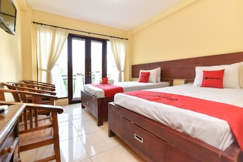 RedDoorz near Level 21 Mall Denpasar Bali - RedDoorz Twin Room Basic Deal