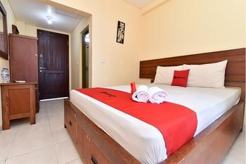 RedDoorz near Level 21 Mall Denpasar Bali - RedDoorz Room Basic Deals Promotion