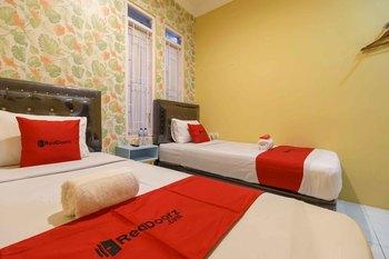 RedDoorz Syariah near Jam Gadang Bukittinggi 2 Bukittinggi - RedDoorz Twin Room Basic Deal