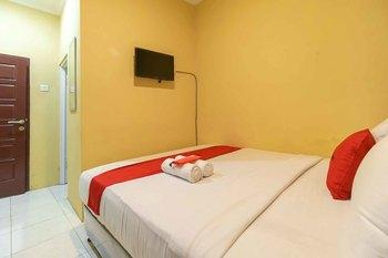 RedDoorz Syariah near Jam Gadang Bukittinggi 2 Bukittinggi - RedDoorz Room Basic Deal