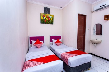 OYO 3042 Griya Karangsalam Indah Banyumas - Standard Twin Room Early Bird Deal
