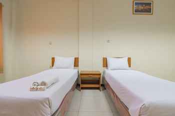 Grand Kembar Hotel Bandung - Deluxe Twin Room Basic Deal