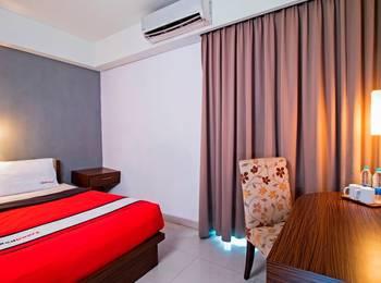 RedDoorz near RS Pertamina Jakarta - Reddoorz Room Special Promo Gajian