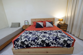 Oke Baik Hostel Yogyakarta - Deluxe Room Regular Plan