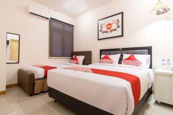 OYO 1249 Guest House 66 Medan - Suite Triple Regular Plan
