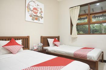 OYO 462 Nugraha Residence Yogyakarta - Standard Twin Room Regular Plan