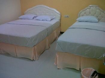 Galaxy Guest House Surabaya - Executive Room Basic Deal 40%
