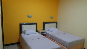 Galaxy Guest House Surabaya - Deluxe Room Basic Deal