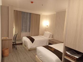 Goldvitel Hotel Surabaya - Superior Twin Bed Room Breakfast Regular Plan