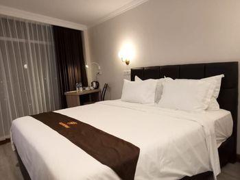 Goldvitel Hotel Surabaya - Superior King Bed Room Breakfast Regular Plan
