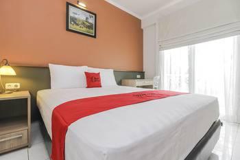 RedDoorz Syariah Plus @ Jatibening Bekasi - RedDoorz Family Room Last Minute
