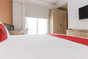 RedDoorz Syariah Plus @ Jatibening Bekasi - RedDoorz Suite Room with Breakfast Last Minute