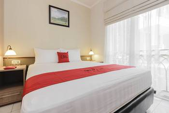 RedDoorz Syariah Plus @ Jatibening Bekasi - RedDoorz Suite Room Last Minute