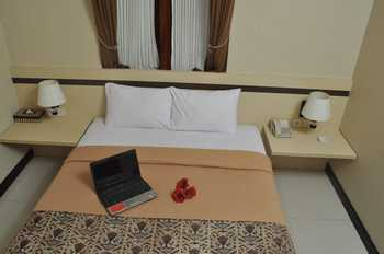 Scarlet Kebon Kawung Hotel Bandung - Standard Queen Breakfast Basic Deal Save 18%