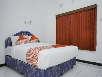 OYO 1999 Hotel Tentrem Syariah Probolinggo - Standard Double Room Regular Plan